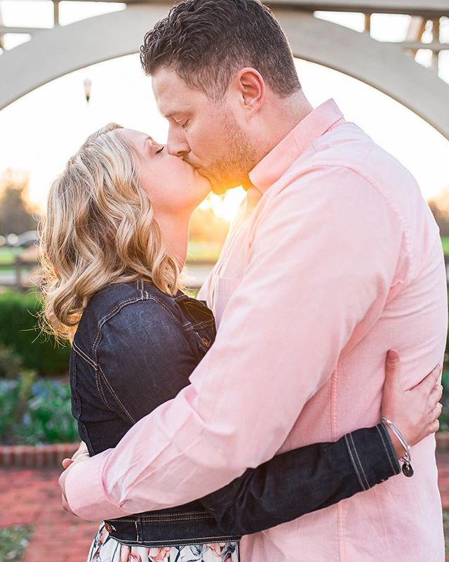 I think I prayed too hard for spring and now we have a chance of snow flurries today in Ohio... Just trying to stay positive and remember warm nights like this one with Emily and Nate at their engagement session 🌷 Have you scheduled your engagement session yet? ⠀ .⠀ .⠀ .⠀ #expertiseweddings #weddingwire #columbusengagement #theknotohio #therisingtidesociety #twobrightlights #itstartedwithyes #columbusweddingsmagazine #headoverheels #theinspiredbrideblog #weddingfanatics #theweddingconcierge #perfectweddingguide #engaged #bridalguidemagazine #wedding #modernweddings #weddinglovelyblog #laceandloyalty #ohioweddingphotographer #studioayla #studioaylaweddings #borrowedandblue #weddingchicks #cakeandlaceblog #artfullywed #ohtheheart #weddingplanning #studioaylacouples #shesaidyes #ohtheheart