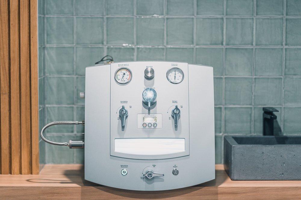 COLONIC MACHINE.jpg