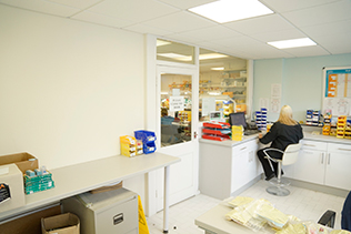 uk-dental-laboratories-lab.jpg