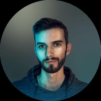 NOAH MOOR - Animation | Visual EffectsDer Freerunner im Team. Liebt Käse. Und Pizza. Als Schnellredner ein eher untypischer Berner. Dennoch ein ruhiges Gemüt. Kreativtalent. Technikfreak. Passion für Games und Motiondesign. Ehemaliger zukünftiger Drummer – Wir arbeiten daran.E-Mail | LinkedIn