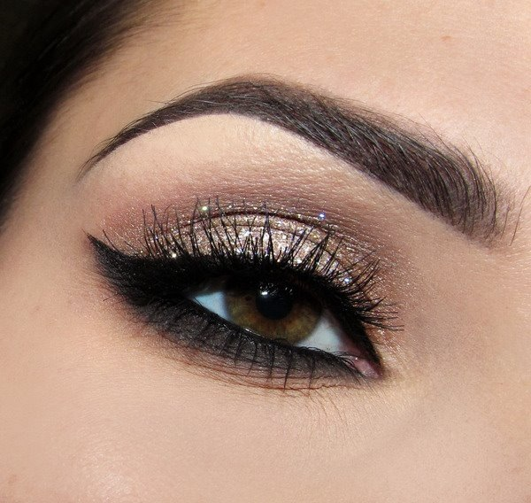 Glitz Glam Eyeshadow & Subtile Glitter Rocks your eyes.