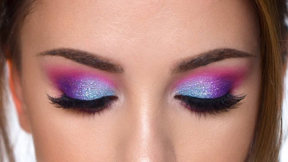 Multicolored eyeshadow with a little shimmer