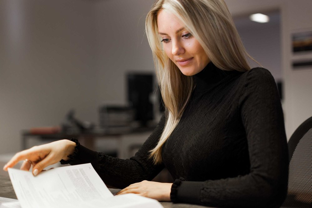 OKSANA KUZMENKO - SteuerfachangestellteFachgebiet SteuerrechtCockpit / Flugschüler / Kabine / Buchhaltung