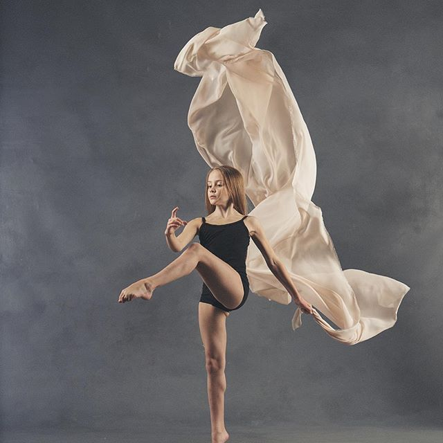 "@tessa_kozma 📸 @stevofoxy ""I do not try to dance better than anyone else. I only try to to dance better than myself."" ~ Mikhail Baryshnikov"