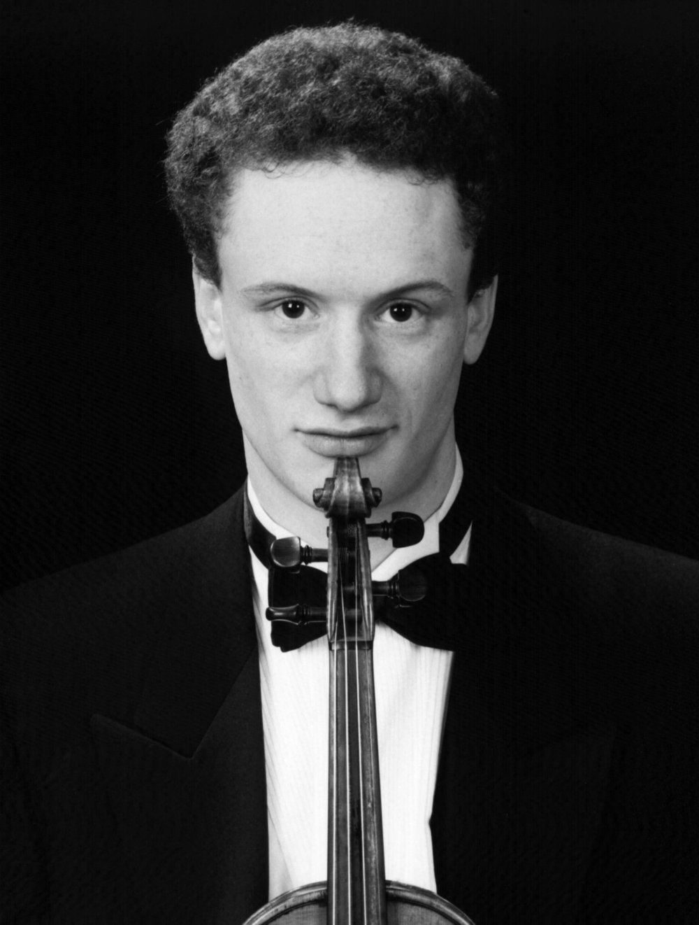 - Edward studied violin with Rodney Friend and graduated from the Royal College of Music with an MMus in performance studies, concurrently obtaining a BSc with Joint Honours in Physics with Music from Imperial College London. He also studied viola with Amanda Denley at the Guildhall School of Music. Edward joined the first violin section of the orchestra of English National Opera, and the English Chamber Orchestra. Since then he has played much of the major operatic repertoire at ENO and the chamber and classical repertoire with ECO. He has continued to enjoy playing the viola regularly with the London Octave and enjoys exploring the chamber music repertoire.