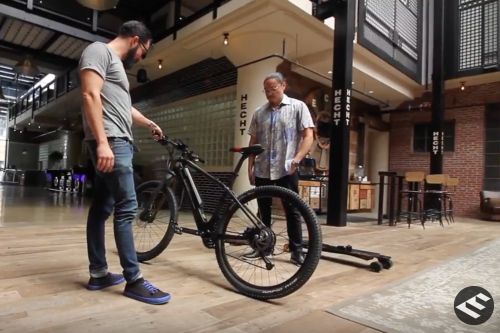 Olmedo Nazati - Designer and MakerDesigner and maker of Carbon Fiber and electric products. In this video you can see his latest Bicycle and Skateboard…{…}
