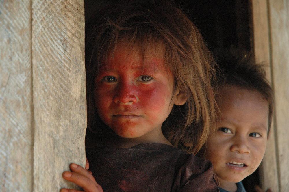 Ashéninka children along the upper River Yurúa, Peru. The Ashéninka are one of more than 60 indigenous peoples in Peru. Credit: David Hill/Survival