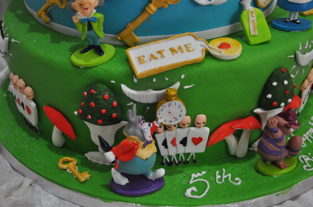 2015-04-25 Alice in Wonderland Birthday Cake 07.JPG