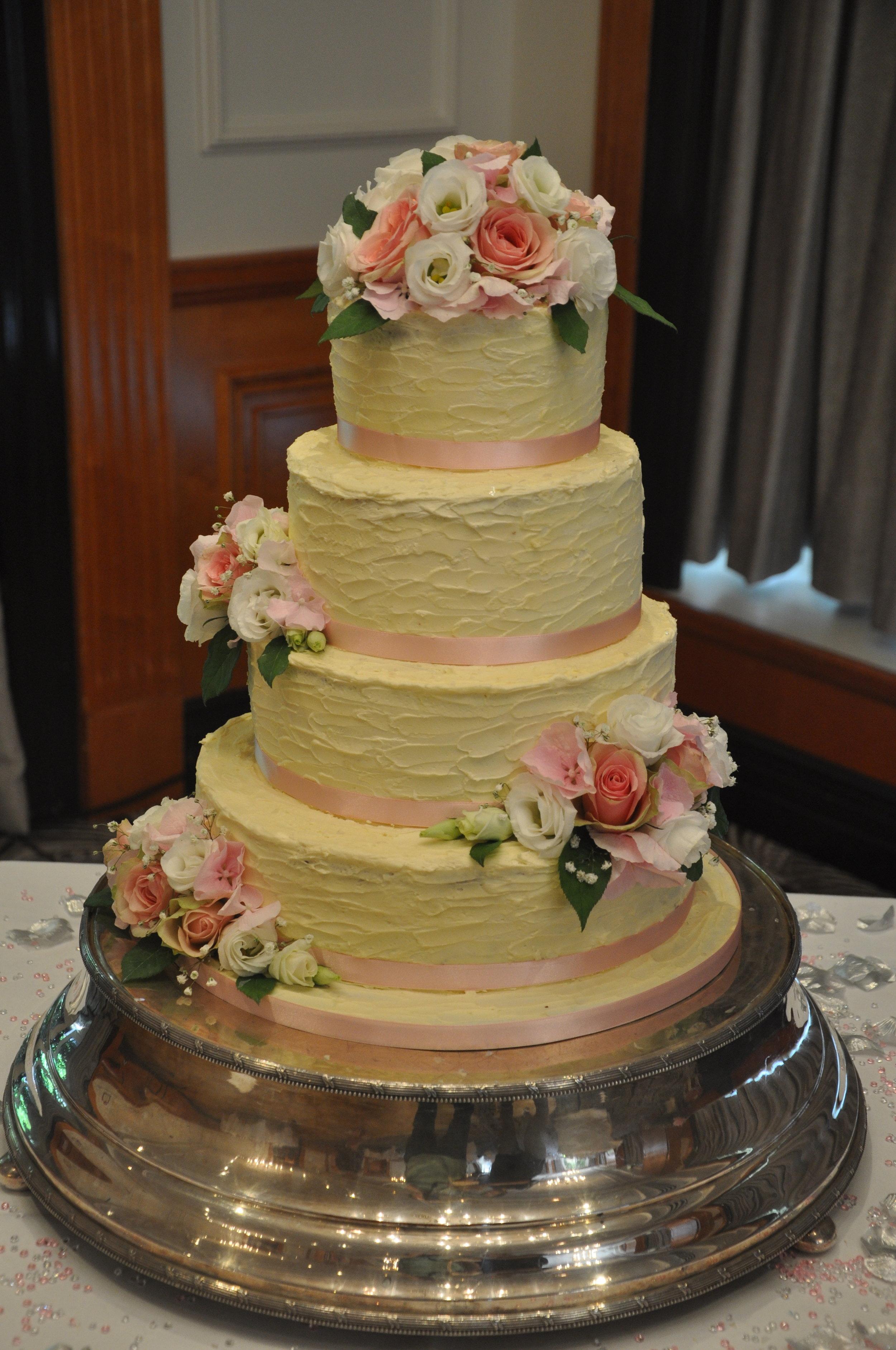Cakeadelic Wedding Cakes And Birthday Cakes In Berkshire