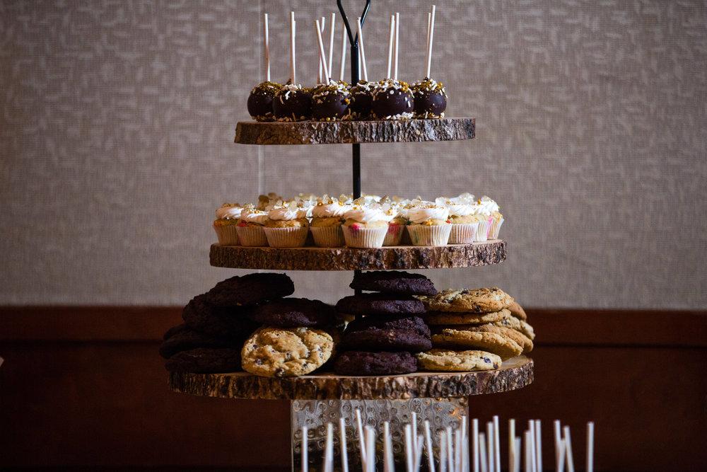 dessert table 10.jpeg
