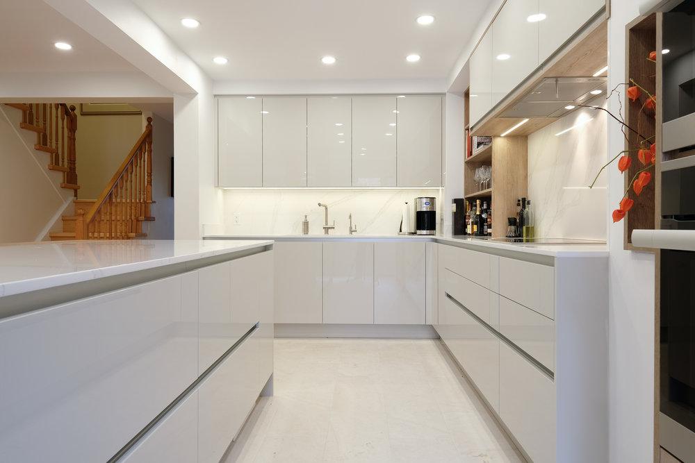 Beechwood Kitchen High Gloss Handleless.jpg