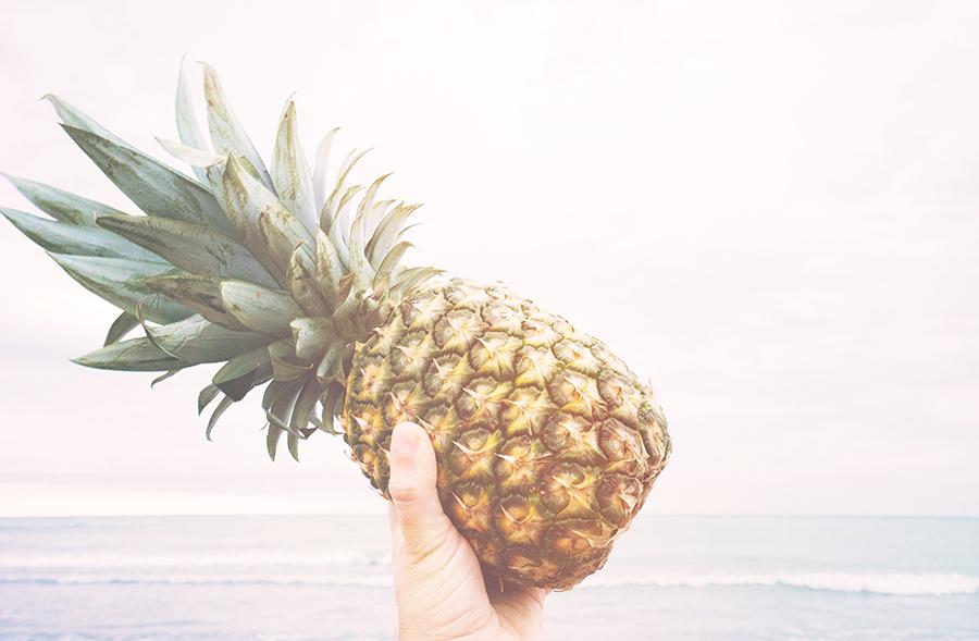beach-fruit-hand-137108.jpg