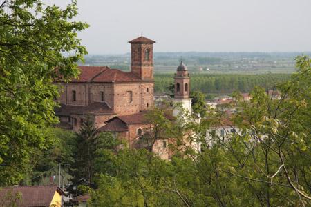 La parrocchiale dei Santi Pietro e Paolo, eretta intorno al 1712 e disegnata dall'architetto Francesco Gallo, è lascito che non potete evitare di ammirare. -