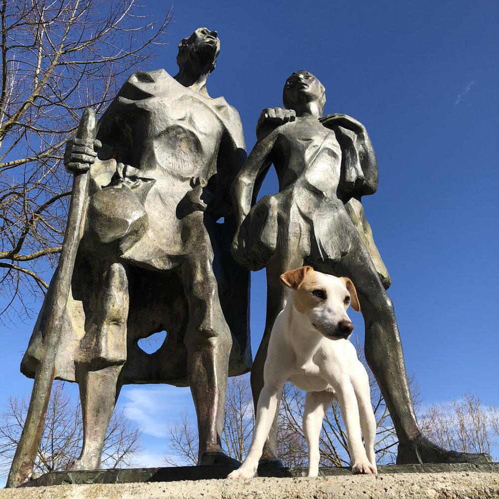 El Lazarillo de Tormes book statue.
