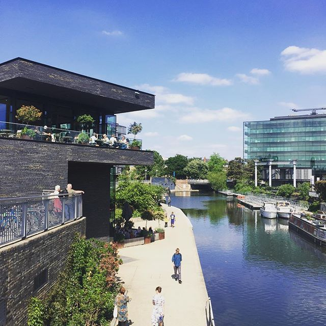 My favourite meeting location  #sunsoutlaptopsout #canal #boats #placemaking #london #meeting #kingscross