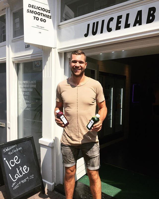We are always happy when K1 heavyweight champion @roelmannaart comes by the shop for a visit, a smoothie and some juice. A great athlete and inspirational man who has a bright future ahead of him. #onlythebest #haarlemmerdijk #healthyfood #summertime #vegan #juicelab #juicelabamsterdam #k1 #healthylifestyle #heavyweight #kickboxing #kickboxer #legend #athlete