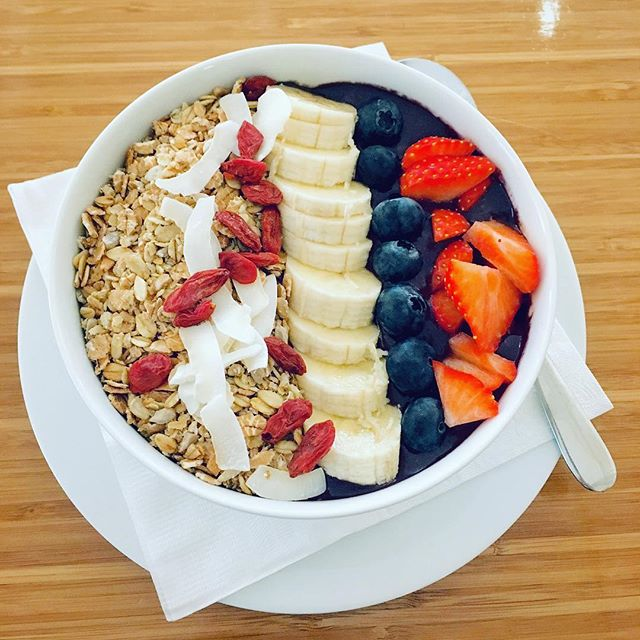 An açaí bowl a day keeps the doctor away.  Packed with antioxidants, vitamins and essential minerals, this is the perfect meal to start off your day ☀️ Come by one of our stores, or have it delivered via one of our delivery partners to your doorstep!  #acaibowl #acai #veganacaibowl  #fruits #strawberry #protein #bodybuilding #weightlifting #acaiberry #superfood #healthyfood #nutrition #fitness #antioxidants #strawberry #banana #gojiberries #vegan #plantbaseddiet #fitfoodie #fitfoodporn #noaddedsugar #gym @deliveroo_nl @ubereats_nl