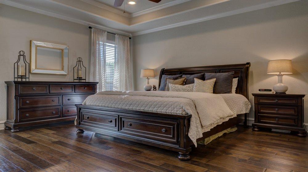 bedroom-1940169.jpg