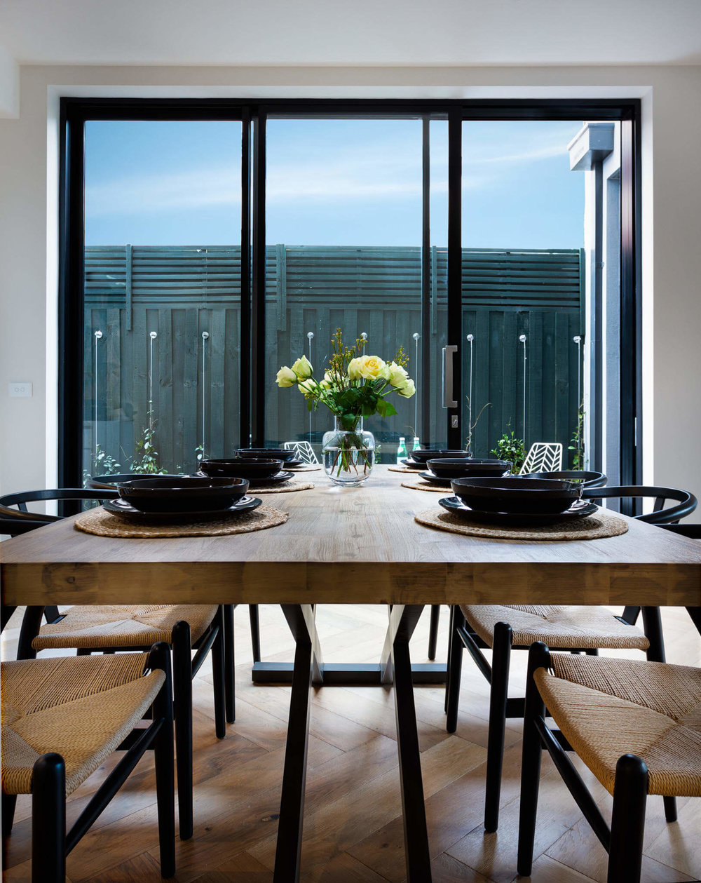 dining-tables-tyling-tip.jpg