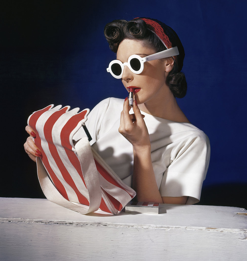 Muriel_Maxwell_American_Vogue_cover_1_July_1939__Conde_Nast_Horst_Estate