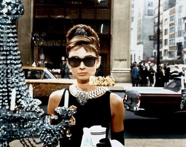 600Audrey-Hepburn-Breakfast-at-Tiffany-s-breakfast-at-tiffanys-32730013-600-477