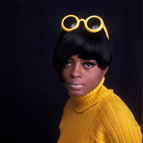 Diana_Ross_1960s_yellow_sunglasses[2]