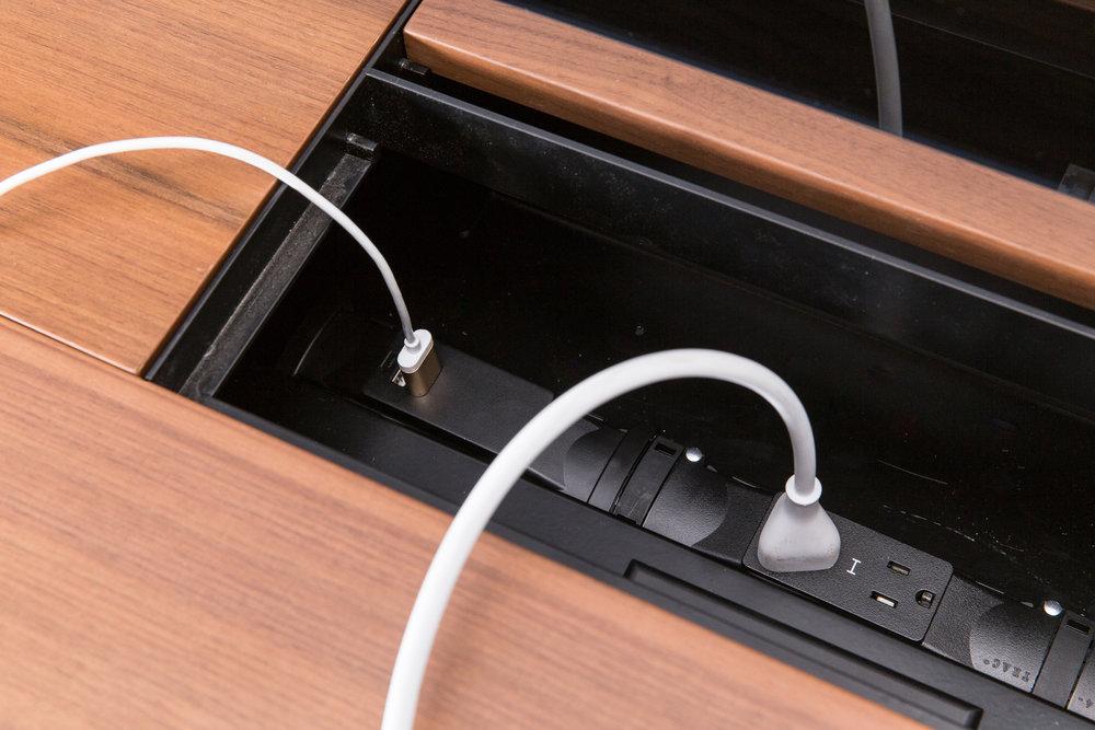 F1 Desk_142.jpg