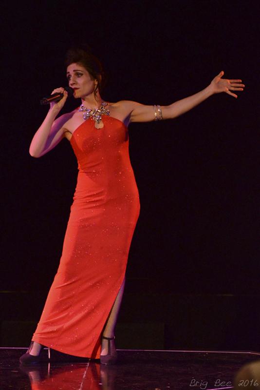 Chanteuse Rose Showtime.jpg