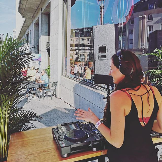 Perfect weather for the Audacious party at Brasserie 28 with @amaretechno Enjoy the sun and the good vibes all day near Central station 🎵 ☀️- 📷 @barteljen #audacious #amare #techno #goodvibes #sunnyday #brasserie28 #bem18 #brusselselectronicmarathon #electronicmusic #festival #brussels #bruxelles #bxl #thisisthesoundofbrussels