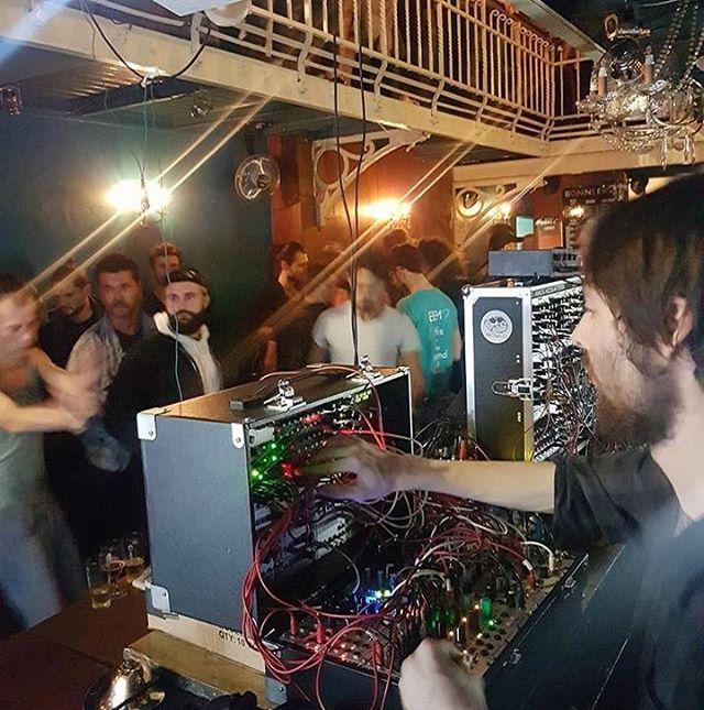 Don't miss the traditional Electronic Jam at @bonnefooimusic starting at 9pm. #bonnefooi #electronicjam #jam #bem18 #brusselselectronicmarathon #electronicmusic #festival #sundaynight #brussels #bxl #thisisthesoundofbrussels #bruxelles