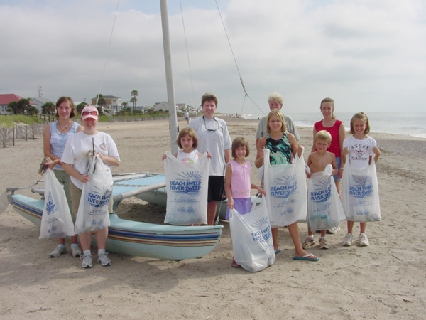 Volunteers clean the beach and the rivers at Beach/River Sweep