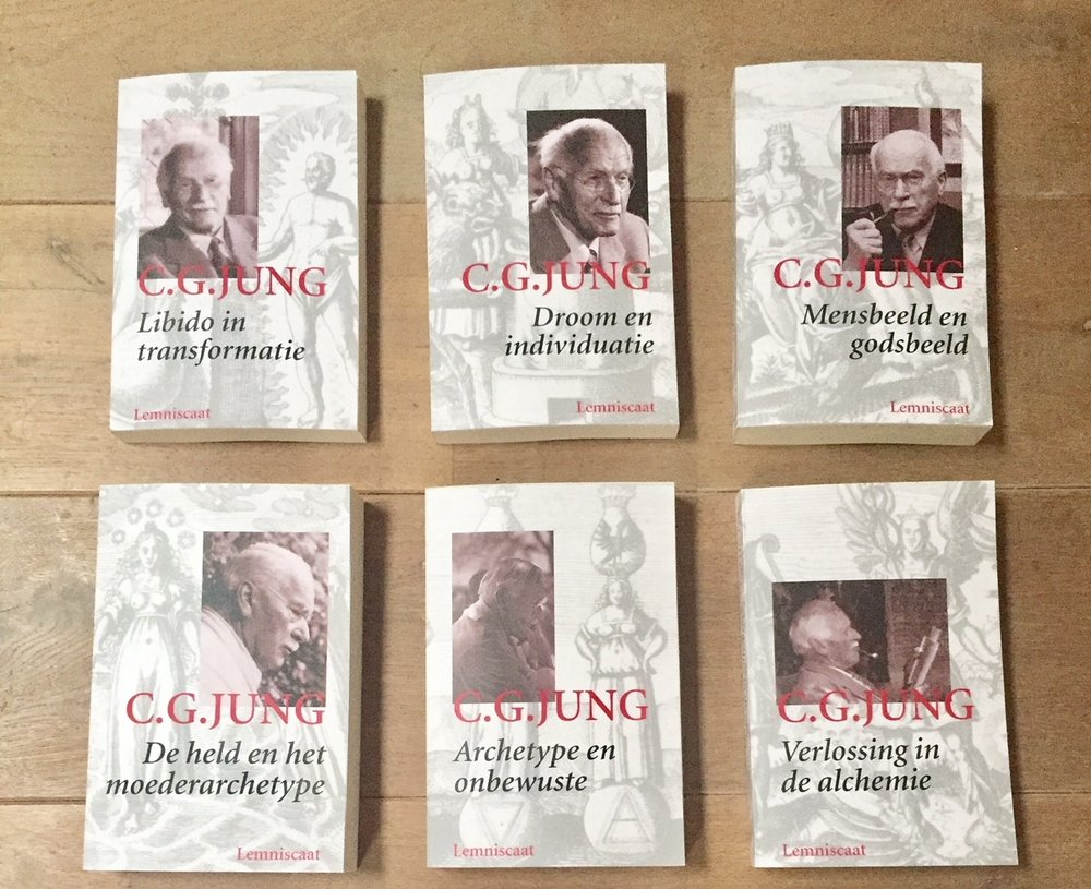 the collected works of carl gustav jung - One can either say a lot or nothing at all about this most significant work, and I have not figured it out yet! For those that are somewhat familiar with Carl Jung; reading his Collected Works lifts one into the deep psyche and mind of one of the great people of modern time. What Carl Jung opened up and gave back to the West was nothing less than the Soul and our innate connection to the light within matter. He freed the Western image of God from the patriarchal imprisonment of a power-driven Christianity and gave back to man true Gnosis in a way (s)he could work with  deep within the psyche. He translated the incredibly difficult language and symbolism of ancient Alchemy into psychology and gave man and woman back a birthright; to birth their Divine Self in matter. The significance of his work will only be known in the future, hopefully when it is not too late....[This is an image of the Dutch version but there is ofcourse also the English one]