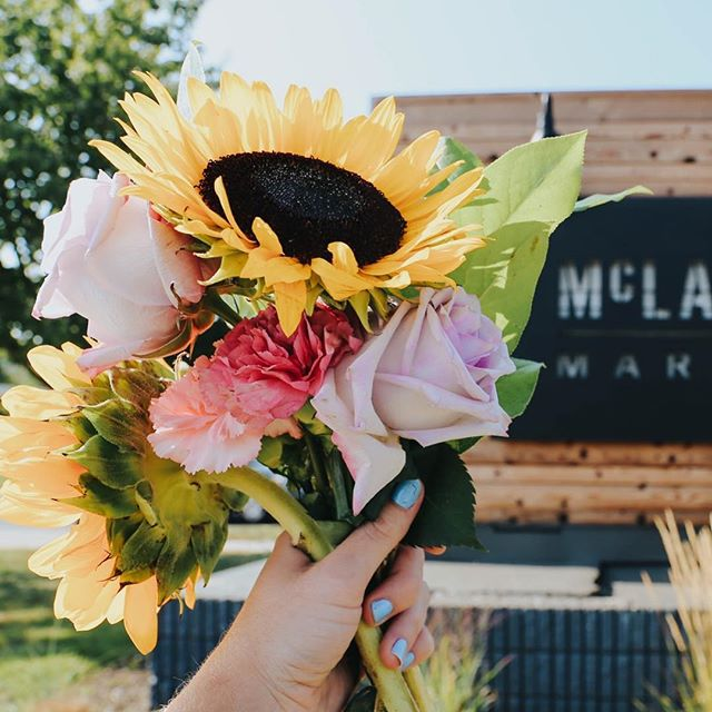 Brightening your snowy feeds with some SUNflowers 🌸✨ #kcbloomco #bloomlocal #bloomoften
