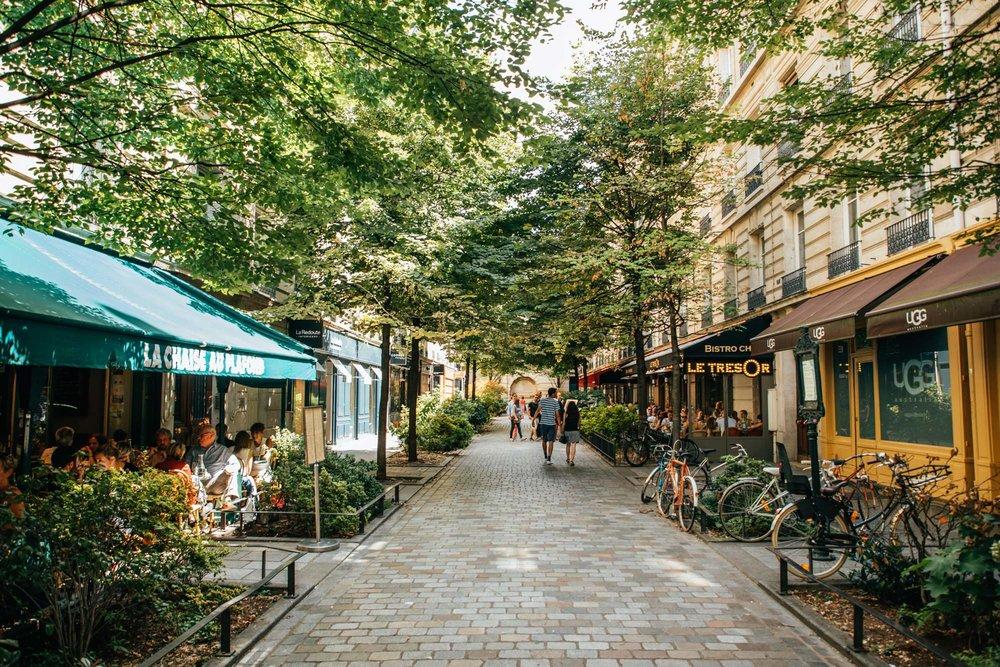 Le Marais - A cheval sur le 3ème et le 4ème arrondissements, Le Marais est l'un des quartiers les plus anciens et les plus branchés de Paris - si bien que l'écrivain français Victor Hugo (auteur de
