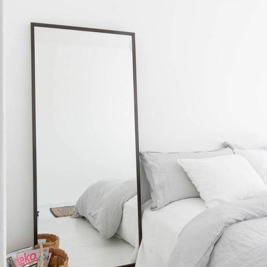 Accessories   Accessories help tie the room together and make it feel like home. We accept small mirrors, nightstands, small bookshelves, and lamps.