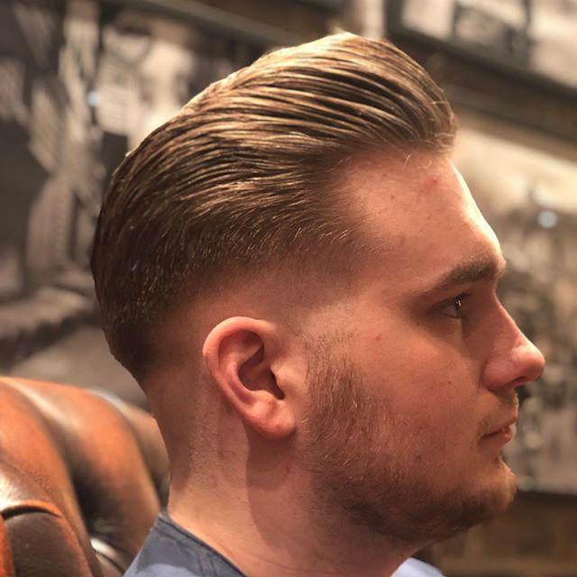 Howdy! we're back😏 frekk liten sidepart pomp av @benjdow, han har forresten 20% rabatt på klipp og 10% alle andre tjenester ut februar for de unge lovende studentene i byn. Hepp and huzzah! #bergen #byen #studentibergen #uib #byenunderskyen #visitbergen #classic #gent #barberism #barber #barbershop #barbergang #gentlemens #themaclifestyle #oldschool #fuckphotoshop #braveandbearded #skjeggmenn #beardbrothers #mensfashion #menshair #mensstyle #newyear #herelittlepiggie #hairstylesformen #beardstyles #wearethenorsemen #vikings #beardandtattoos #bearded