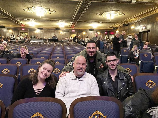 @lindseybuckingham put on one of the best shows I've ever seen. So glad I got share the experience with some of my favorite people in the 🌎. @natehamood  @kdubbiedubs  @rachelleew12  #music #lindseybuckingham #memories #themichigantheater #Insta #friends #livinglegend