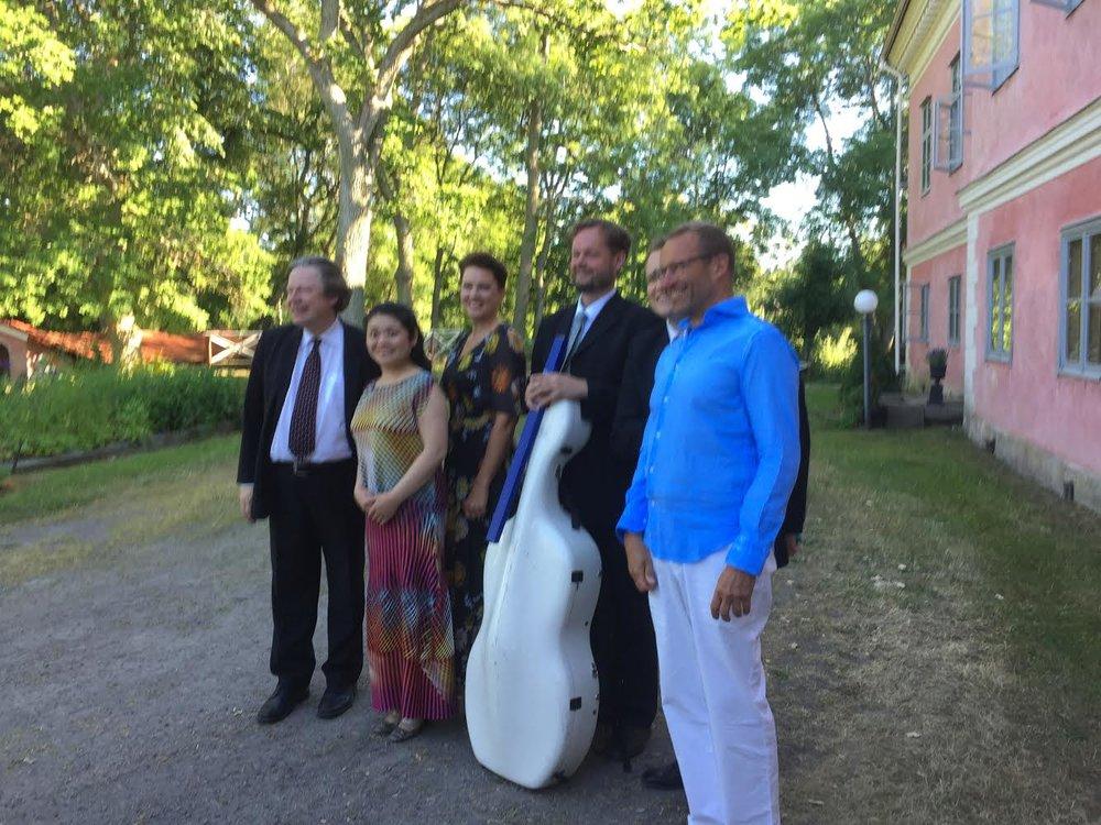 Artisterna och verksamhetsledaren efter festivalen, 2017