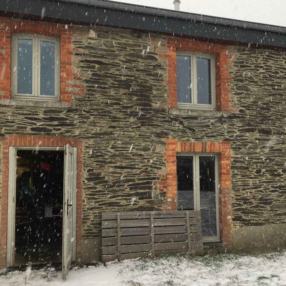 Fresh snow at Legends HQ at Mormont