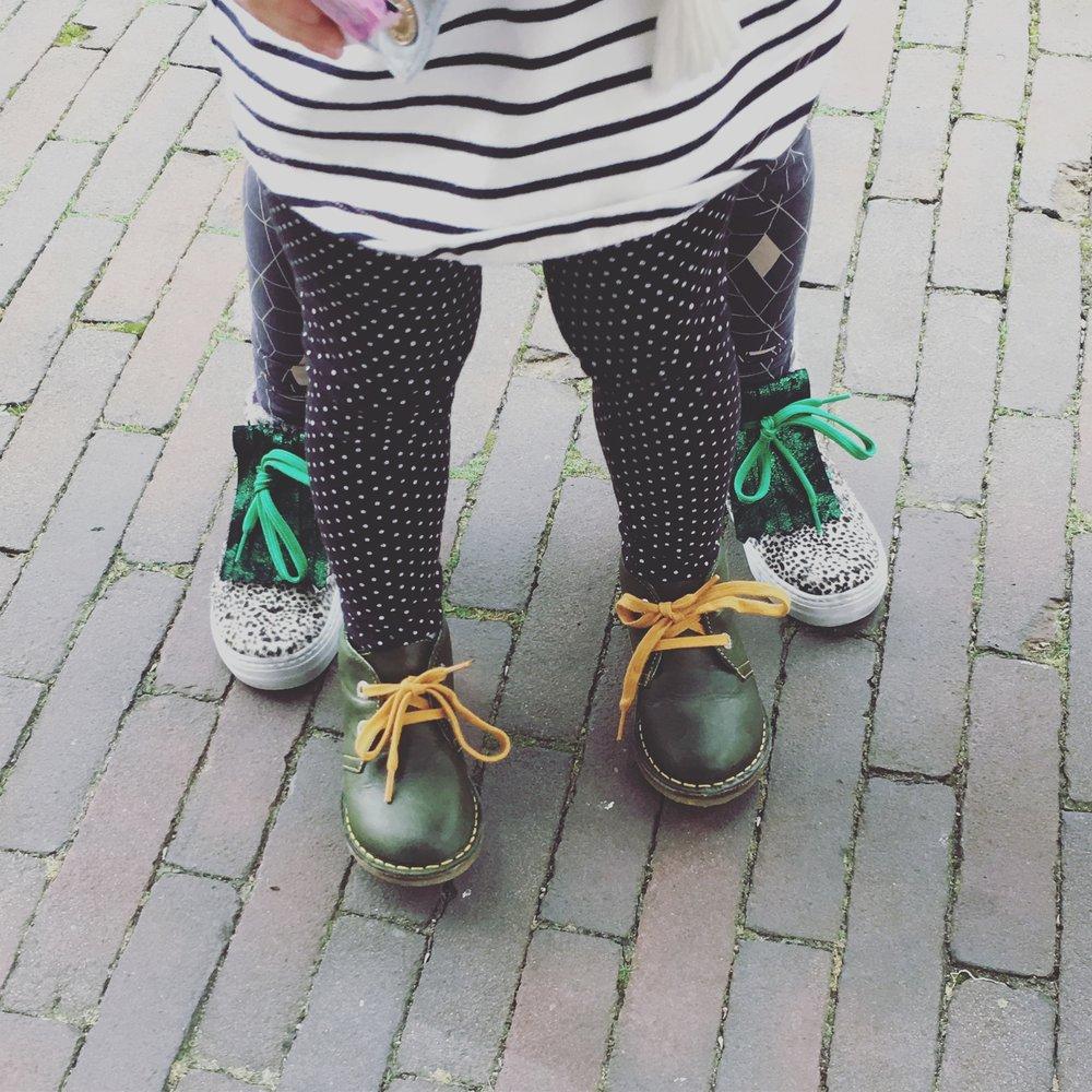 Gezonde kindervoetjes - Omdat goede schoenen heel belangrijk zijn voor kinderen werken wij nauw samen met een podoloog en een schoenmaker.