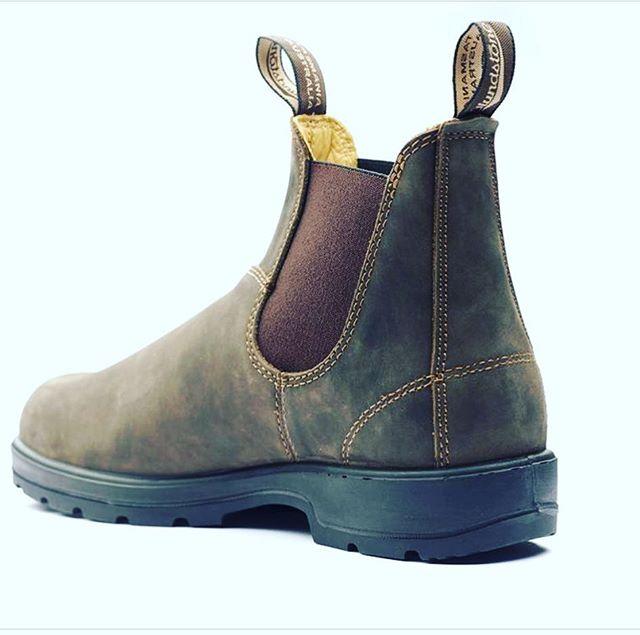 Laatste Blundstone in bruin, maat 34. Van €109,95 NU €55,- excl.vrzndkstn Stuur een berichtje en ze gaan vrijdag op de post! Best een uitzondering @kleineveters, schoenen versturen!😉 #laatsteparen #blundstone #kinderschoenenwinkel #australischewerkmansschoenen