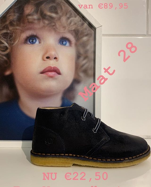 Naturino in donkerblauw, maat 28  NU €22,50 excl. verzendkosten! Te mooi om waar te zijn💙  #laatsteparen #kinderschoenenwinkel #kleineveters #madeinitalia🇮🇹