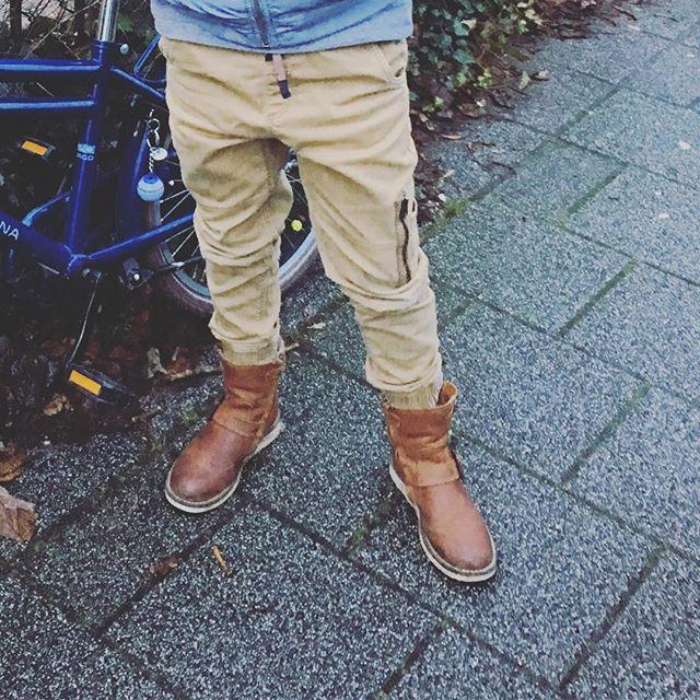 Deze stoere laarzen, de laatste in maat 30 van €99,95 NU €25,-excl. verzendkosten. Stuur een berichtje @kleineveters en je hebt ze volgende week in huis!  #unisexmodel #cognaclaars #vachtjeaandebinnenkant #gewoontofvoorvolgendewinter