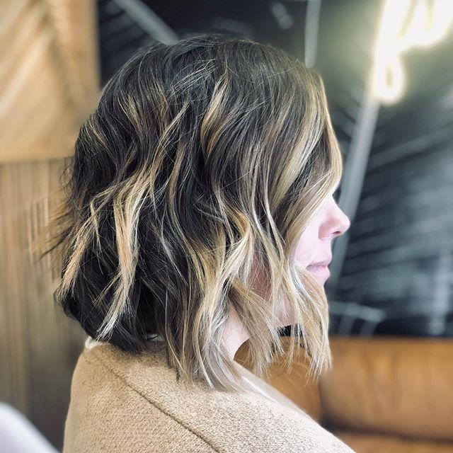 beautiful layered bob by @kiri_draper 🌱 ————- #wellahair #lasvegashairsalons #lasvegashair #babylightsandbalayage #balayagehighlights #hairgoals #lasvegashairstylist #modernsalon #behindthechair #cosmoprofbeauty #licensedtocreate #hairlasvegas