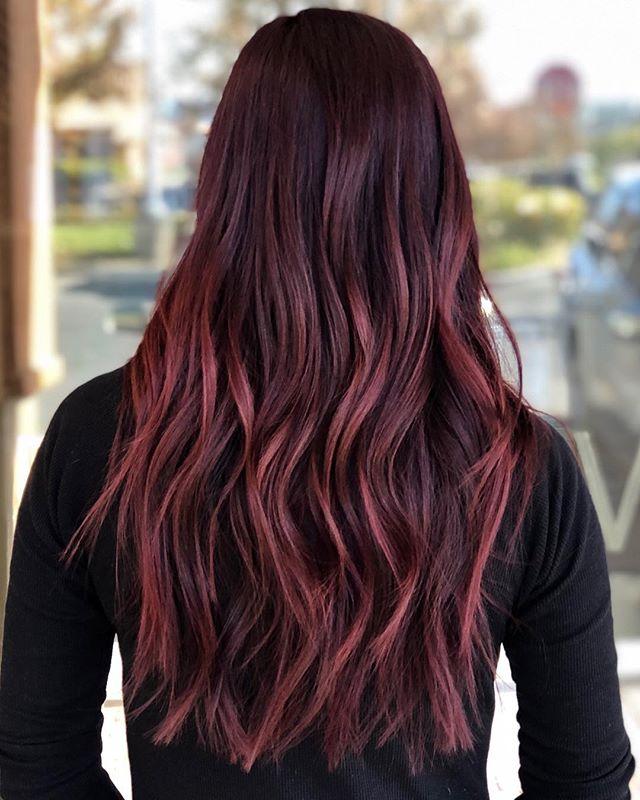 tis the season to be a cherry, warm, delicious, gorgeous red head 🌲🧣 🌱 by @marieemurphyy ————- #redhair #lasvegashairsalons #lasvegashair #babylightsandbalayage #balayagehighlights #wellahair #hairlasvegas #hairhoals #gingerhair #hairideas #lasvegashairstylist #modernsalon #licensedtocreate