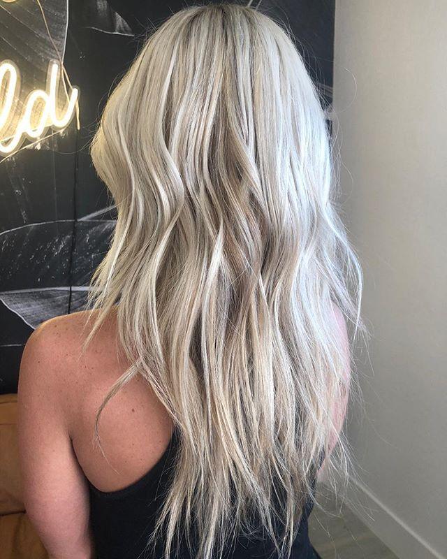 HIGHLIGHT by @mariahmirabal 🌱 —————- #lasvegashairstylist #collectwildflowers #lasvegashairsalon #hairstyles #blondehair #platinumblonde #hairlasvegas #wellahair #unitehair #askforwella