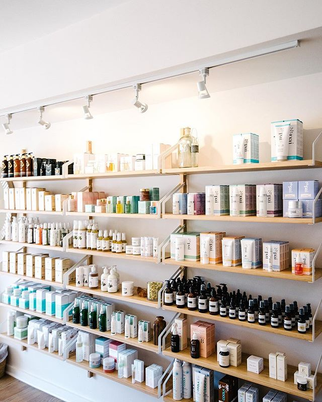 We've got your green beauty selection covered🌿 At Toccare, we believe your skincare ritual should be carefully curated. Got questions? We're here to help you! 📷 @catrinaearlsphotography #cleanbeauty #shopgreen #shelfie #charlottedayspa #dayspa