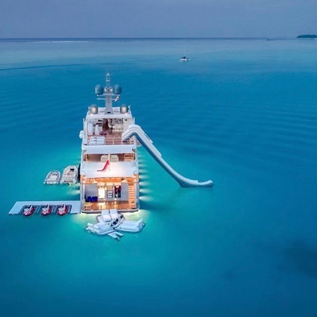 Who's up for a charter In #borabora on the gorgeous @endlesssummeryacht #watertoys #yachtlife