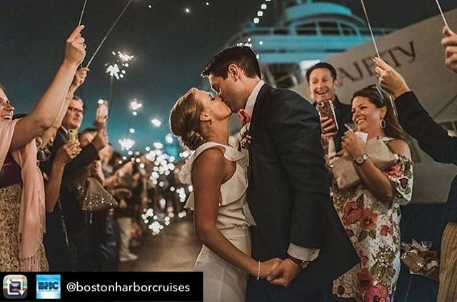 Congratulations to Abbi & Grant who celebrated their magical day aboard the Majesty this weekend! We wish you both the best in your new adventure together! 📸: @nicoleellengowan 🛥: @bostonharborcruises 📒: @cweventsanddesign
