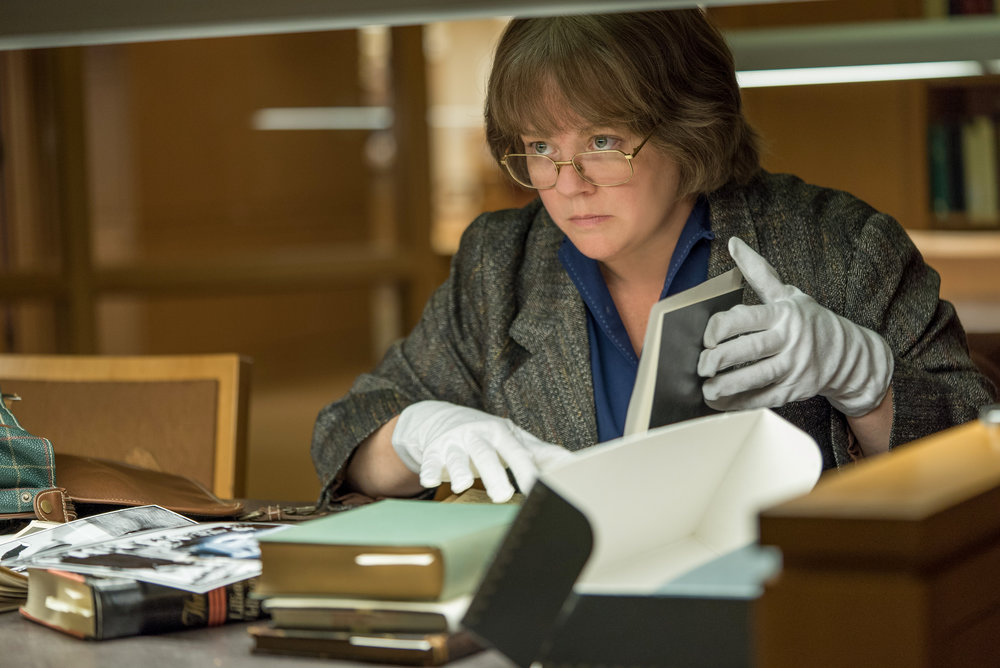 "Melissa McCarthy plays Lee Israel, a biographer who discovers a lucrative second career as a forger, in the drama ""Can You Ever Forgive Me?"" (Photo by Mary Cybulski, courtesy Fox Searchlight Pictures)"